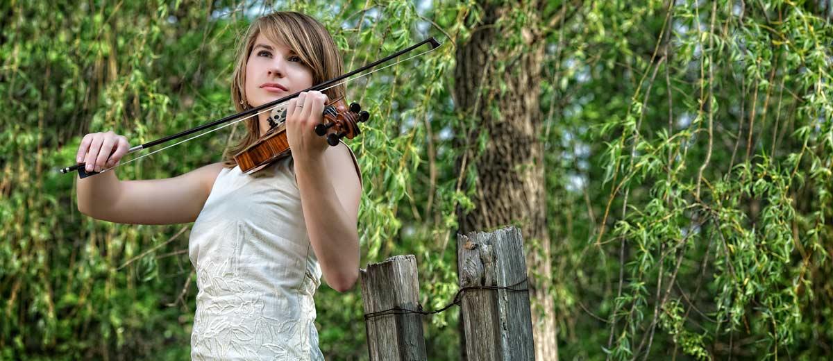 Taylor Davis - Violinist